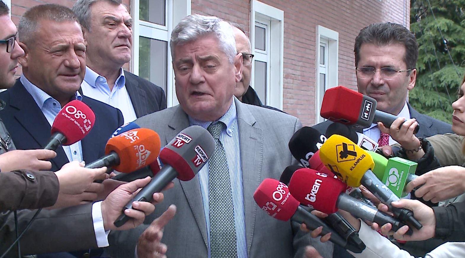 Basha takim me aleatët, Shehi: Nuk heqim dorë nga protestat