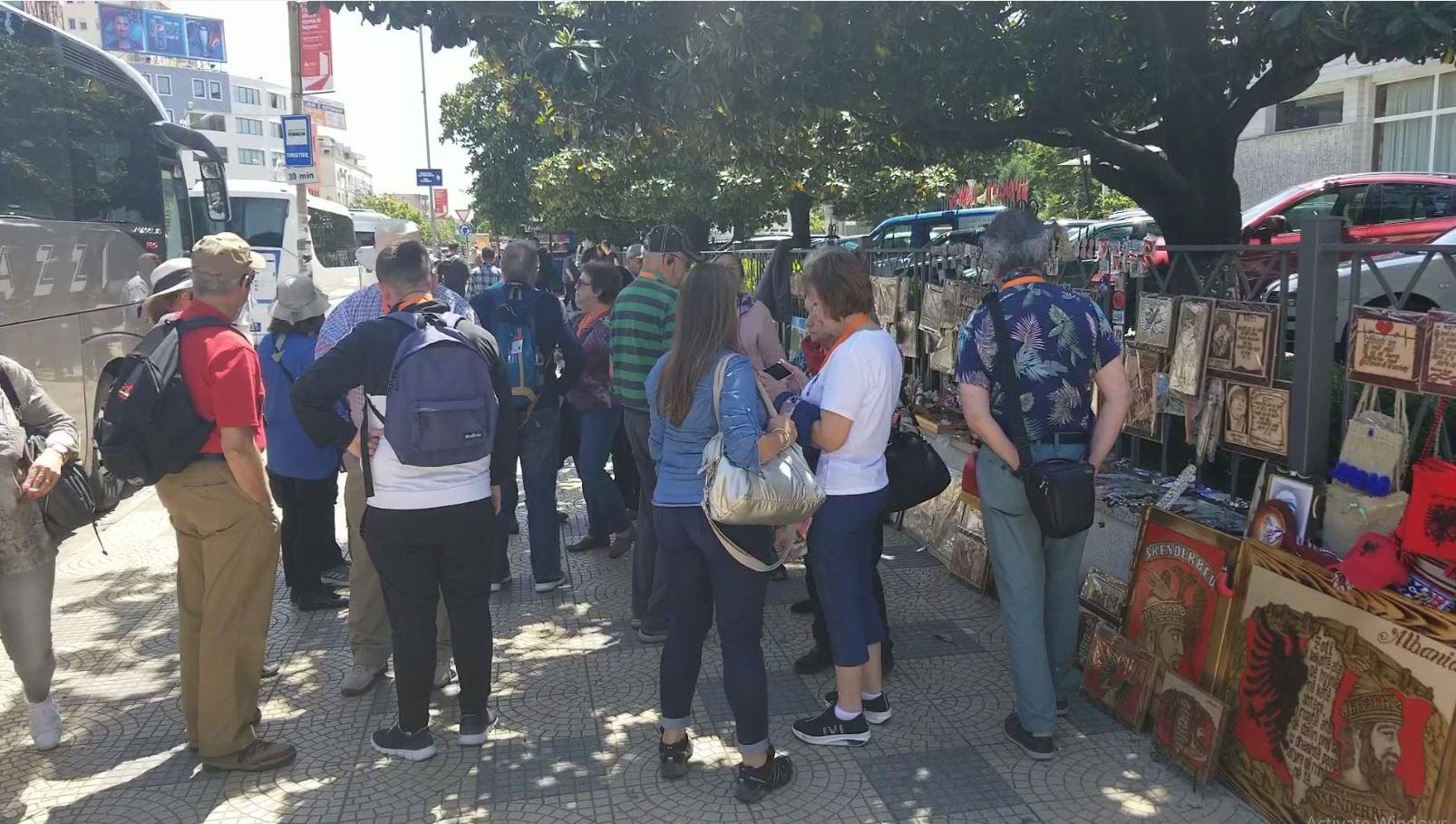 Shkodra me terminal, por autobusët e turistëve zbarkojnë në qendër