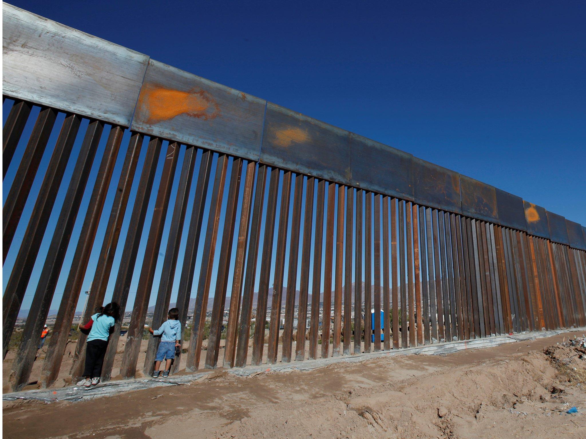 Gjykata pezullon planin e Trump për ndërtimin e murit me Meksikën