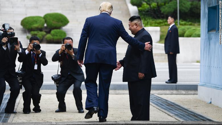 Trump, Presidenti i parë amerikan që shkel në Korenë e Veriut