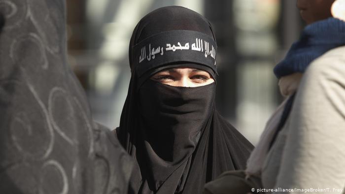 Numri i terroristeve femra do rritet, paralajmëron Europoli