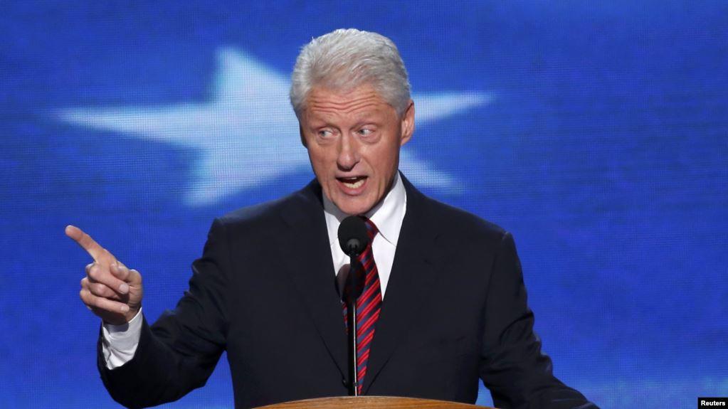20 vjetori i çlirimit të Kosovës, ish- presidenti Clinton mbërrin në Prishtinë