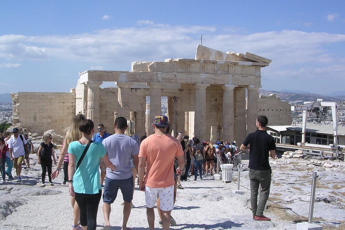 Sezoni veror, Greqia synon rekord të ri vizitorësh
