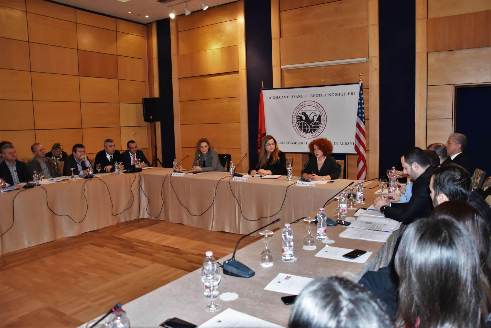 Dhoma Amerikane e Tregtisë: Investimet pengohen nga presioni i klimës politike