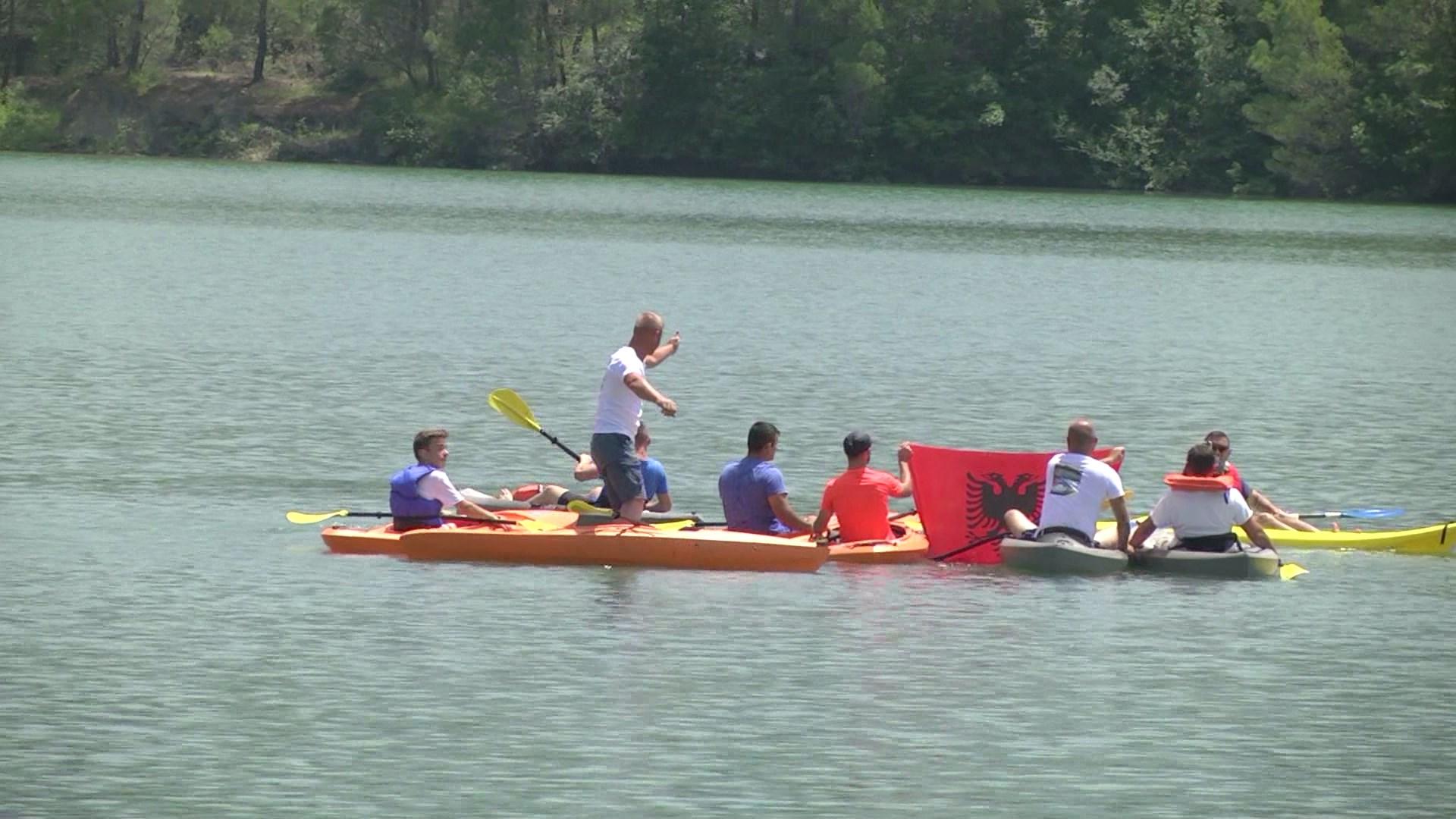 Gara me kajak edhe në liqenin e Fishtës