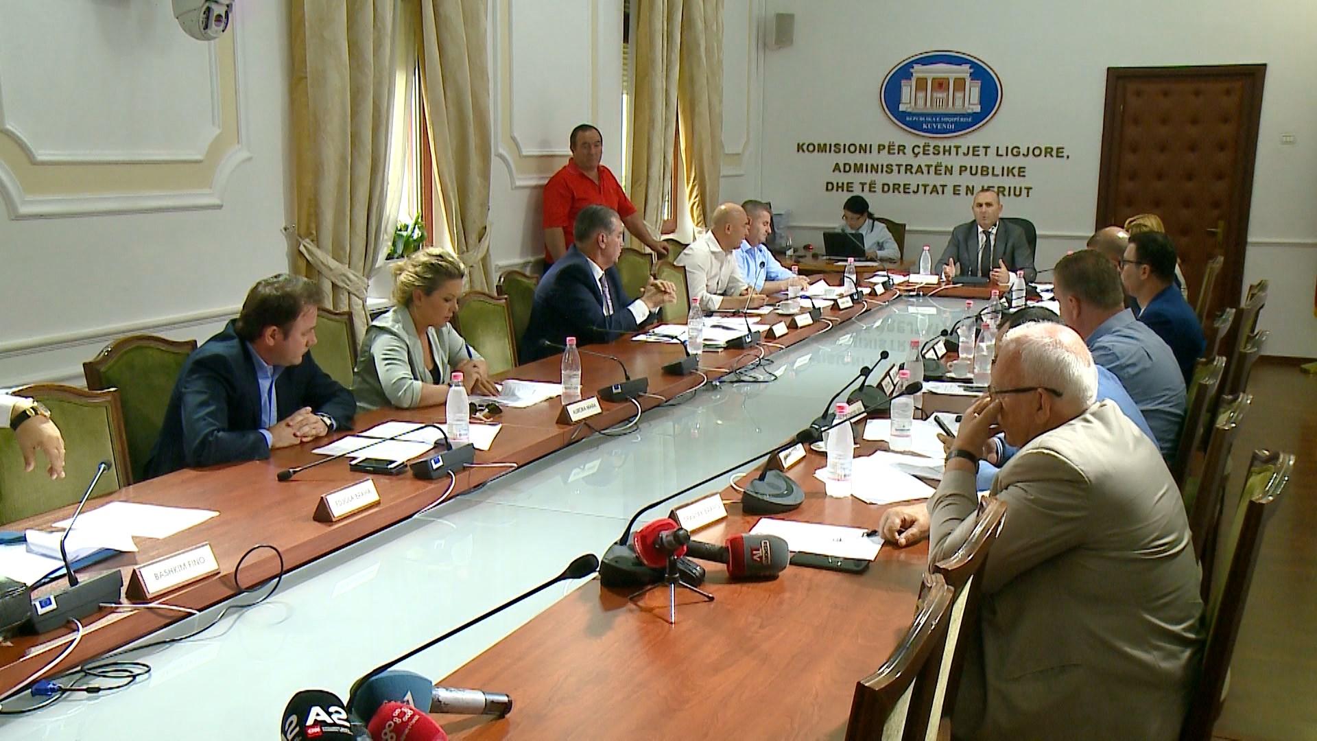 Komisioni i Ligjeve diskuton kërkesën e 55 deputetëve për shkarkimin e Metës