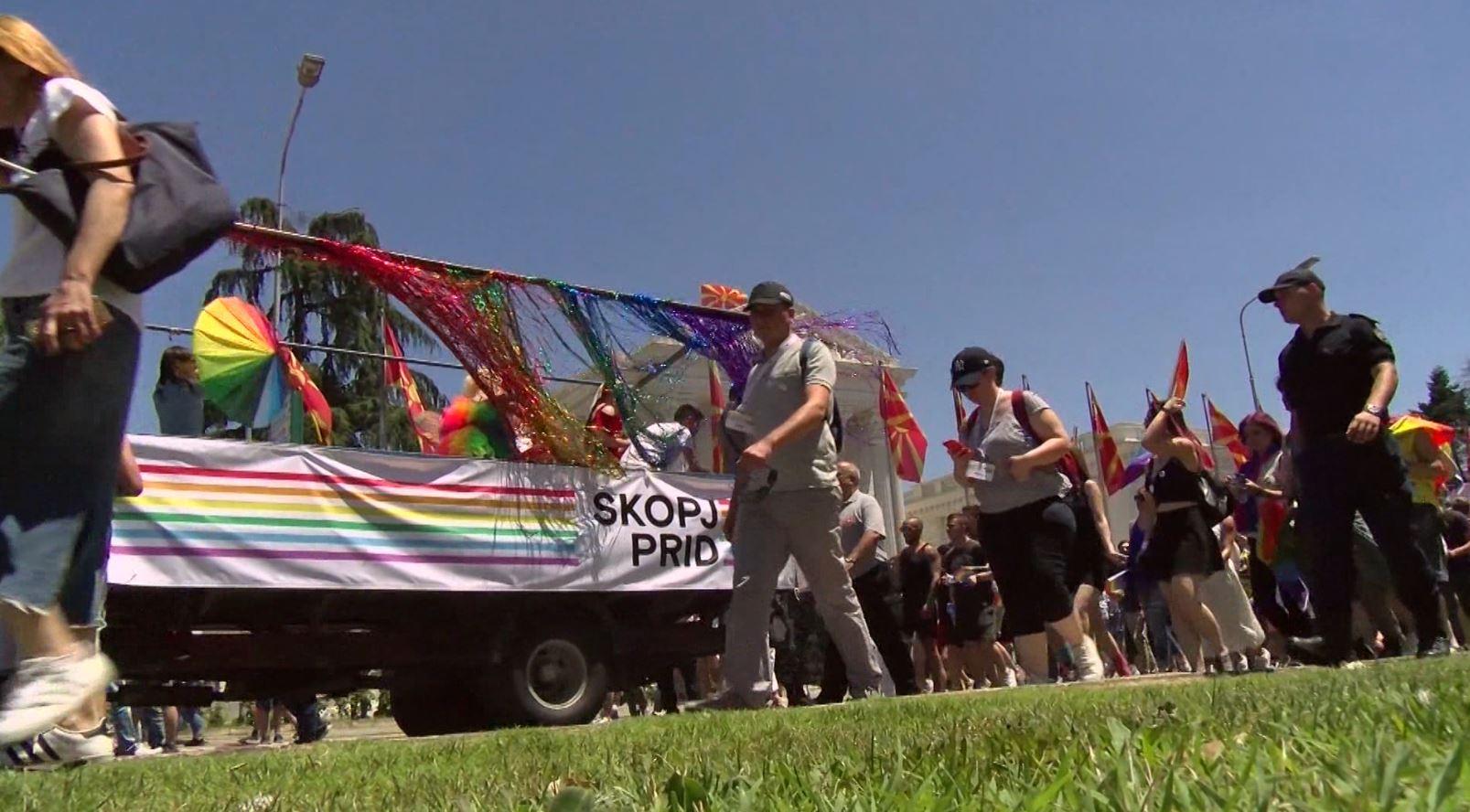 """Shkup, komuniteti LGBT mban """"Paradën e Krenarisë"""""""