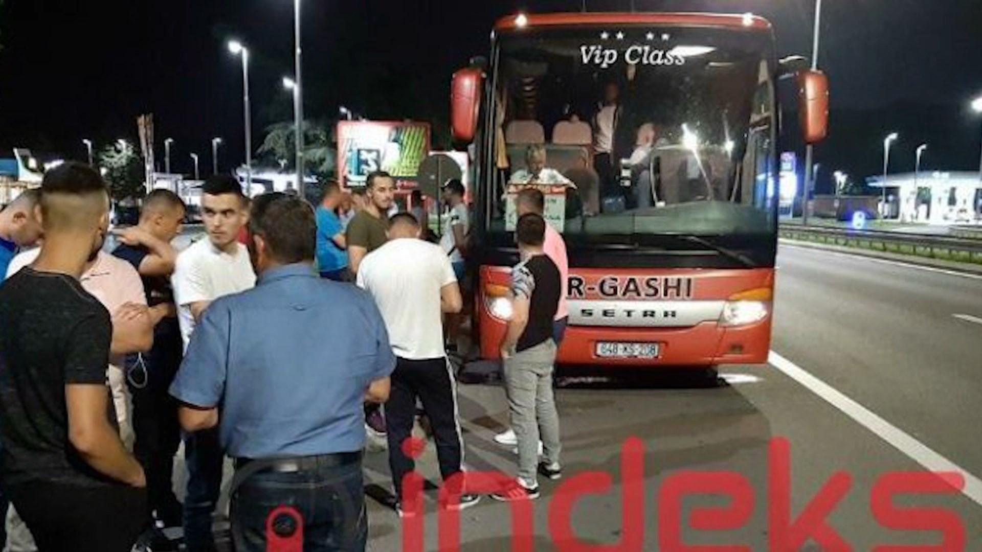 Serbët sulmojnë me gurë autobusin me pasagjerë të linjës Kosovë – Slloveni
