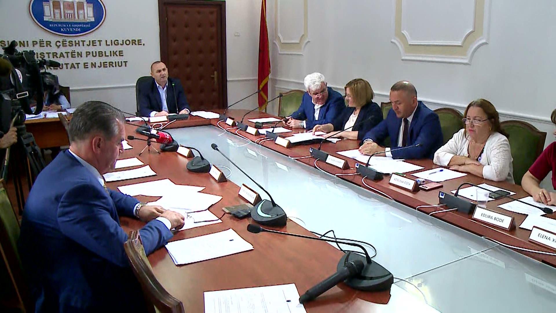 Ligjet rrëzojnë dekretin e Metës, miratohet komisioni për shkarkimin Presidentit