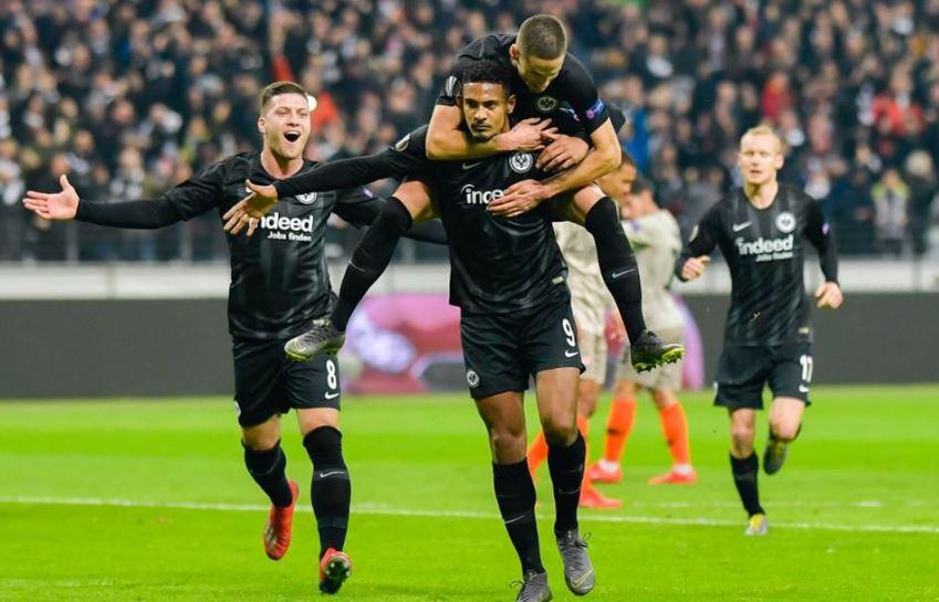 Entuziazëm nga tifozët e Frankfurtit