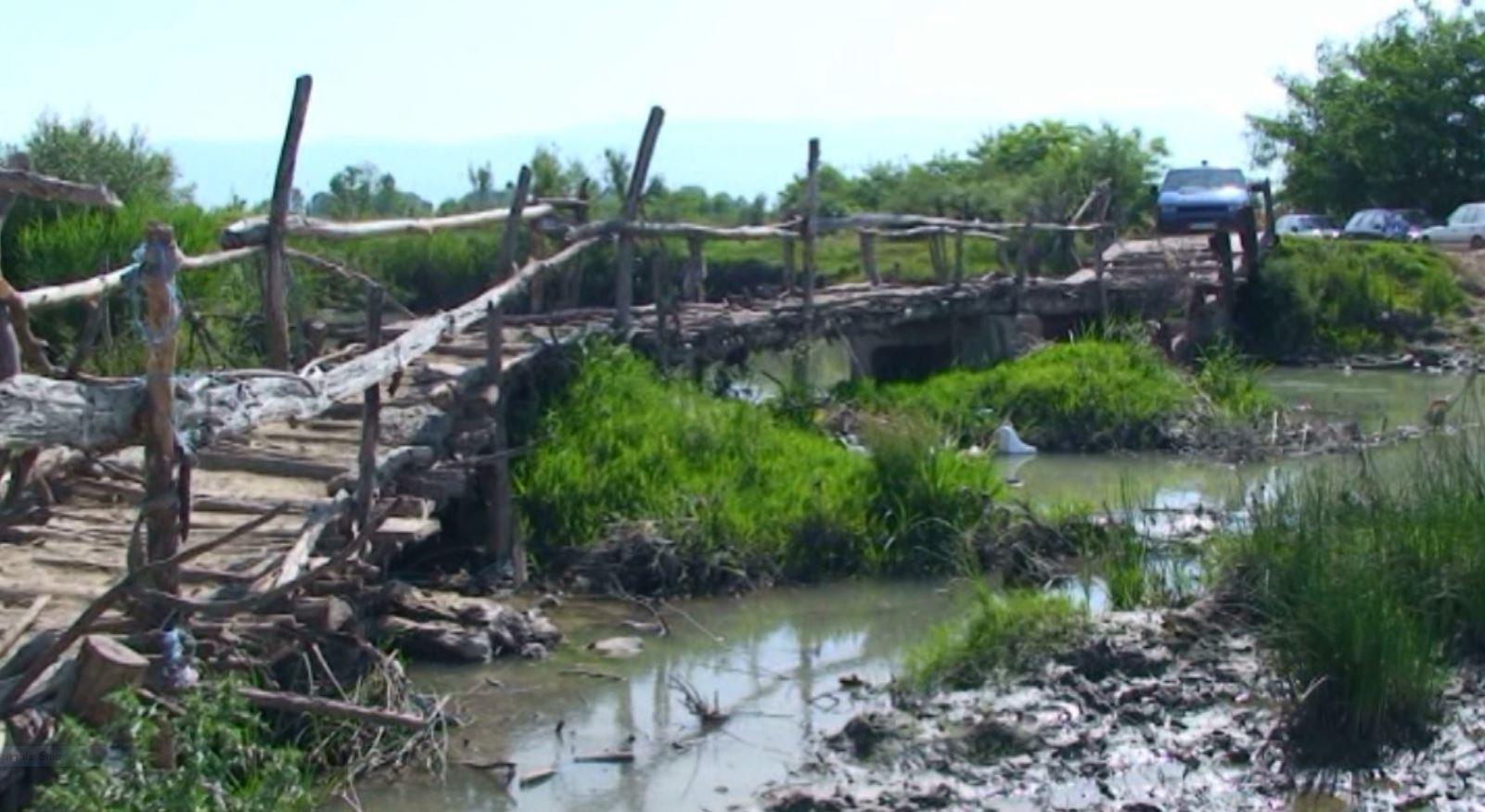 Plazhi i Gotullës në Adriatik të Kurbinit, nga mrekulli e natyrës në ferr mbetjesh