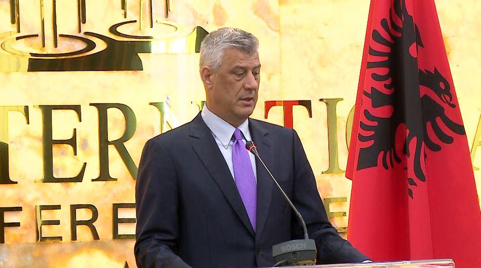 Thaçi dekoron 39 personalitete shqiptarë në Tiranë