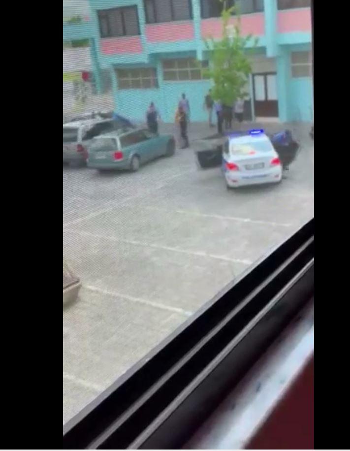 Video/ PD: Banditët e PS thyejnë me dhunë Pallatin e Sportit në Shkodër