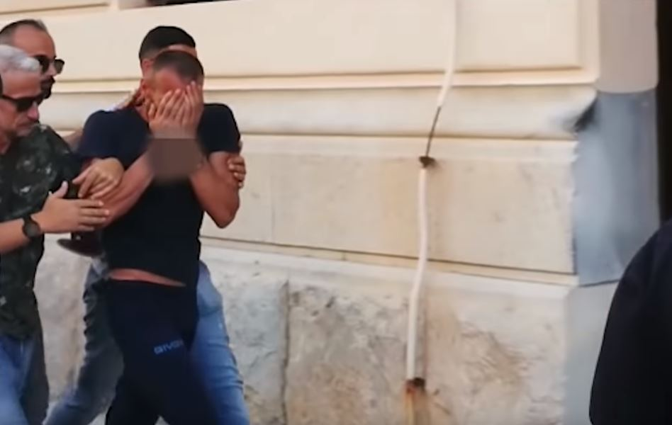 Arratia merr fund, por shqiptari nuk i heq duart nga fytyra (Video)