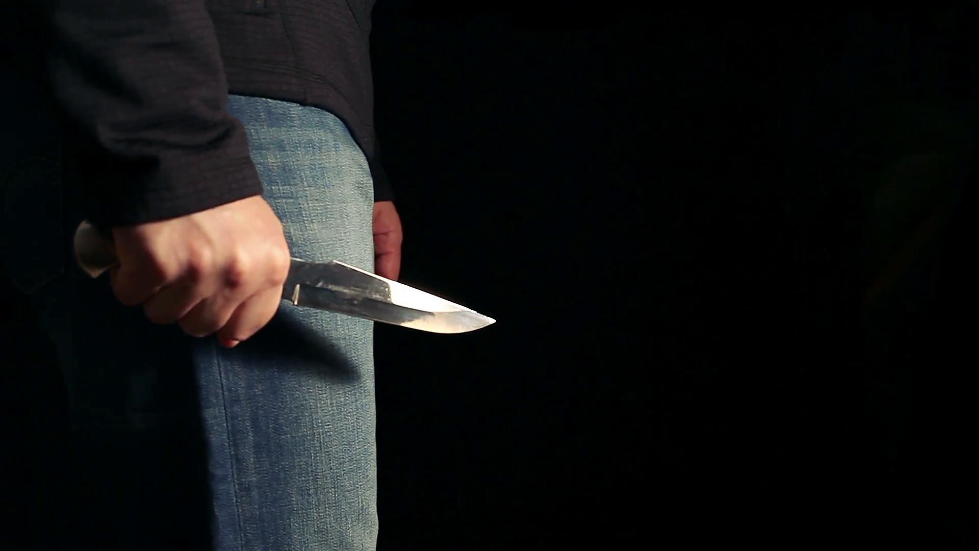 Krim në familje, burri plagos me thikë bashkëshorten