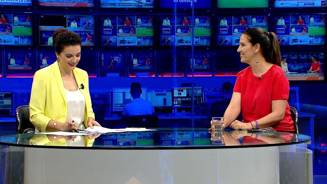 """""""Me qetësi dhe dashuri"""", si i pret Mirela Kumbaro zgjedhjet (Video)"""