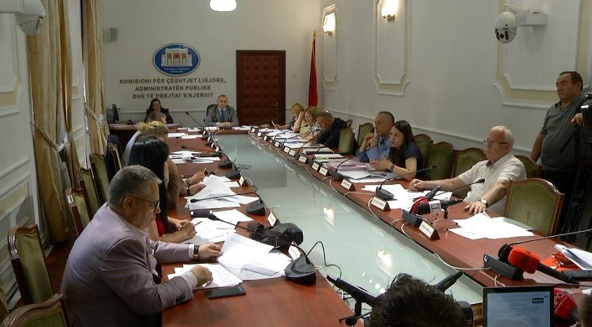 Komisioni i Ligjeve nis procedurën për shkarkimin e Metës