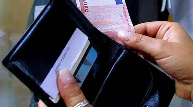Shqiptari bën gjestin e madh pasi turistja humb portofolin