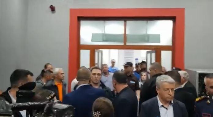 Policia e Tiranës shoqëron ish-deputetin demokrat Bardh Spahia