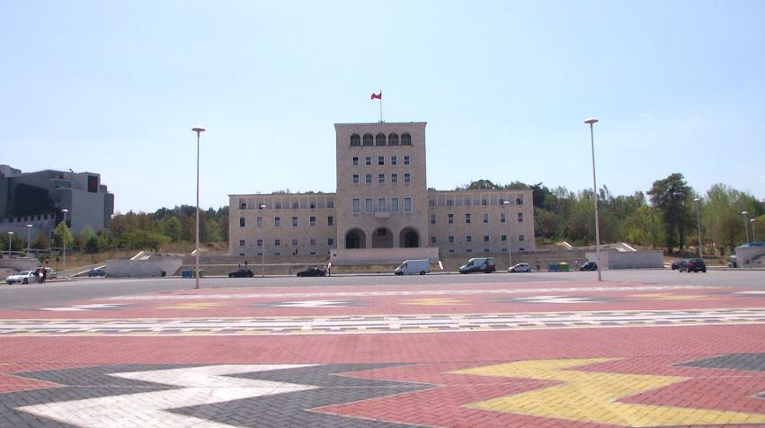 Qeveria mban premtimin, punësohen 459 studentë të ekselencës