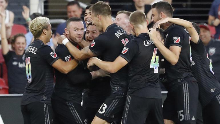 Uejn Runi, gol nga mesi i fushës në ligën amerikane të Futbollit