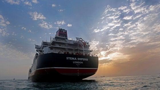 Iran – Britani, vijojnë përplasjet për naftëmbajtesen në ngushticën e Hormuzit