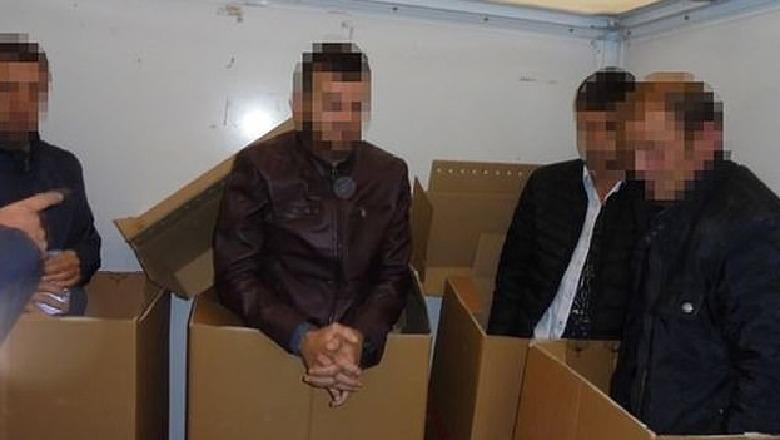 Brenda kutive të kartonit drejt Anglisë, ndalohen 4 shqiptarë