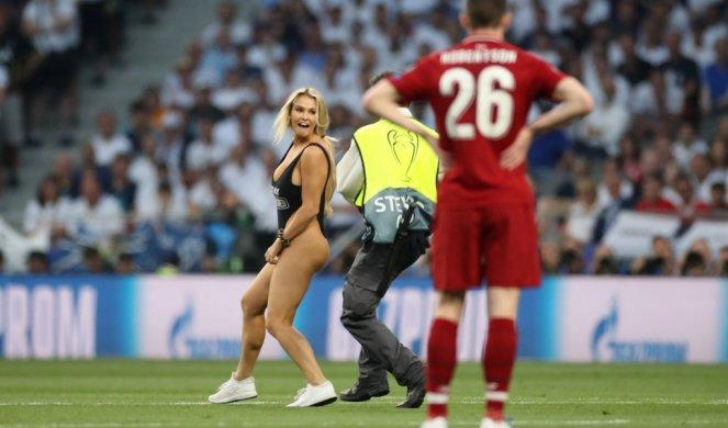 Modelja Kinsi Volanski ndalohet të hyjë në fushë