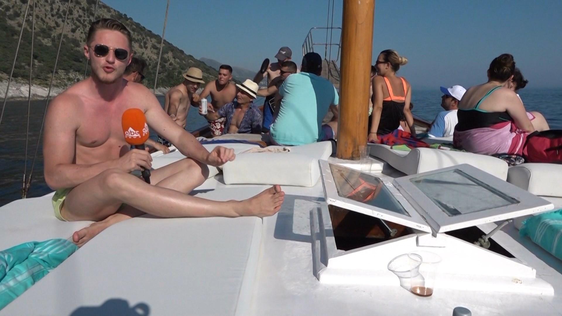 Plazh mbi një velierë, përvoja që s'mund të humbisni këtë verë