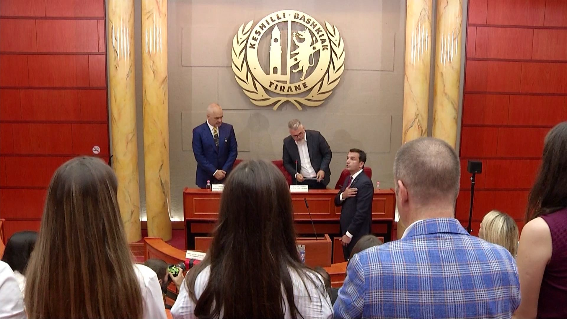 Konstituohet Këshilli Bashkiak i Tiranës, Veliaj betohet për mandatin e dytë