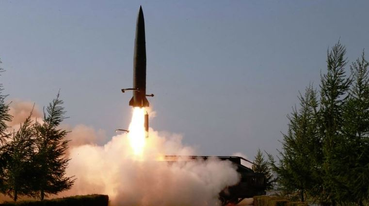 Koreja e Veriut: Hedhja e raketave është një paralajmërim për ushtarët e Koresë së Jugut