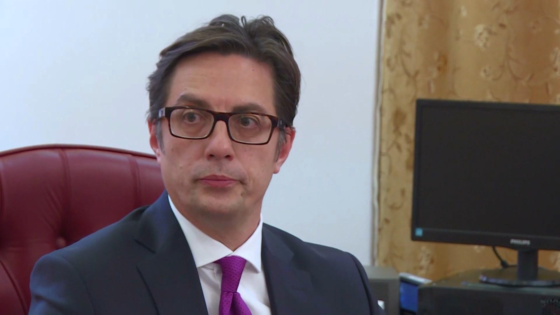 Pendarovski thërret në takim krerët e partive shqiptare dhe maqedonase pas JO-së franceze