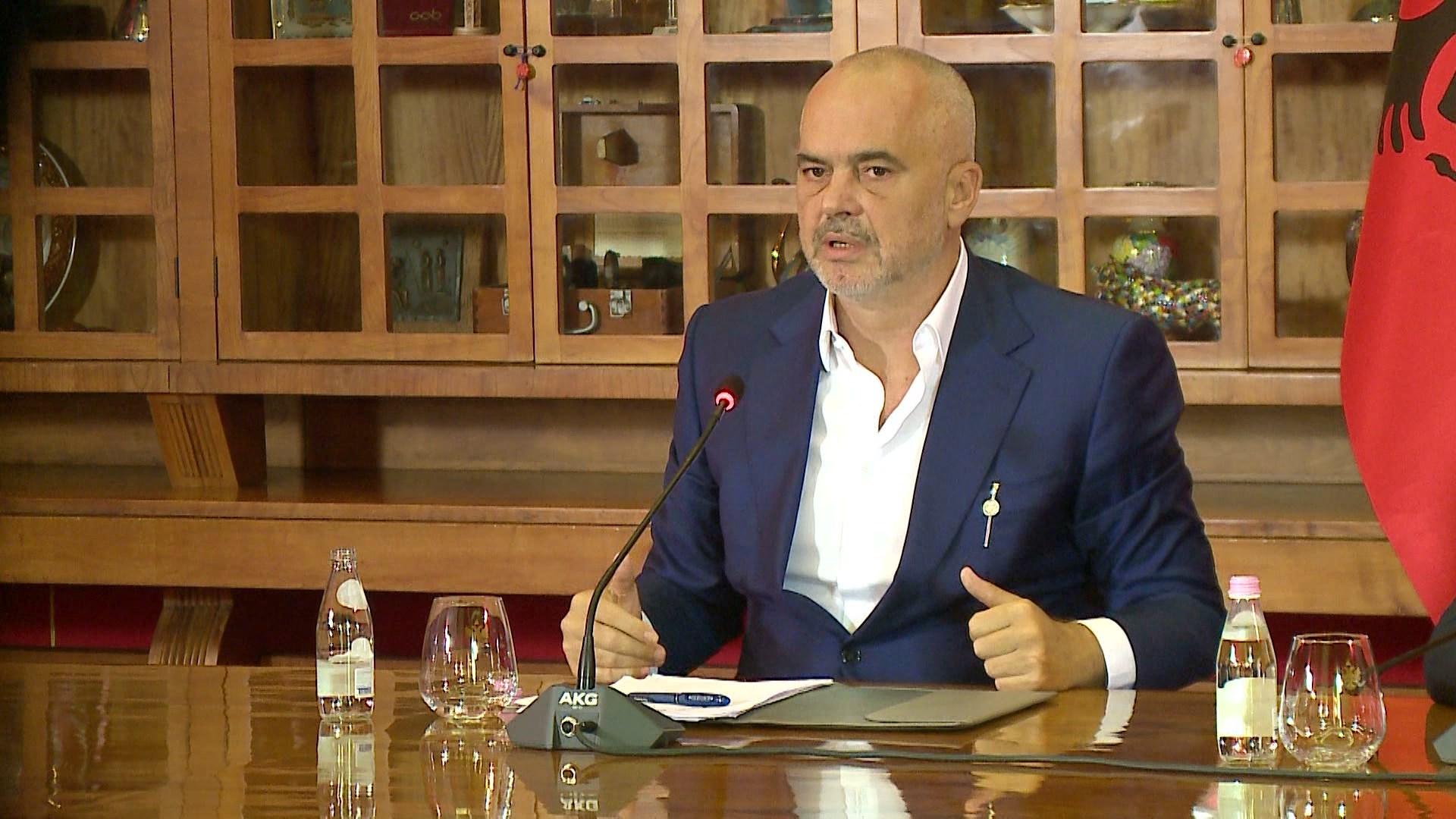 Rama përkrah Spiro Dunit: Teatri i ri është një emergjencë kombëtare