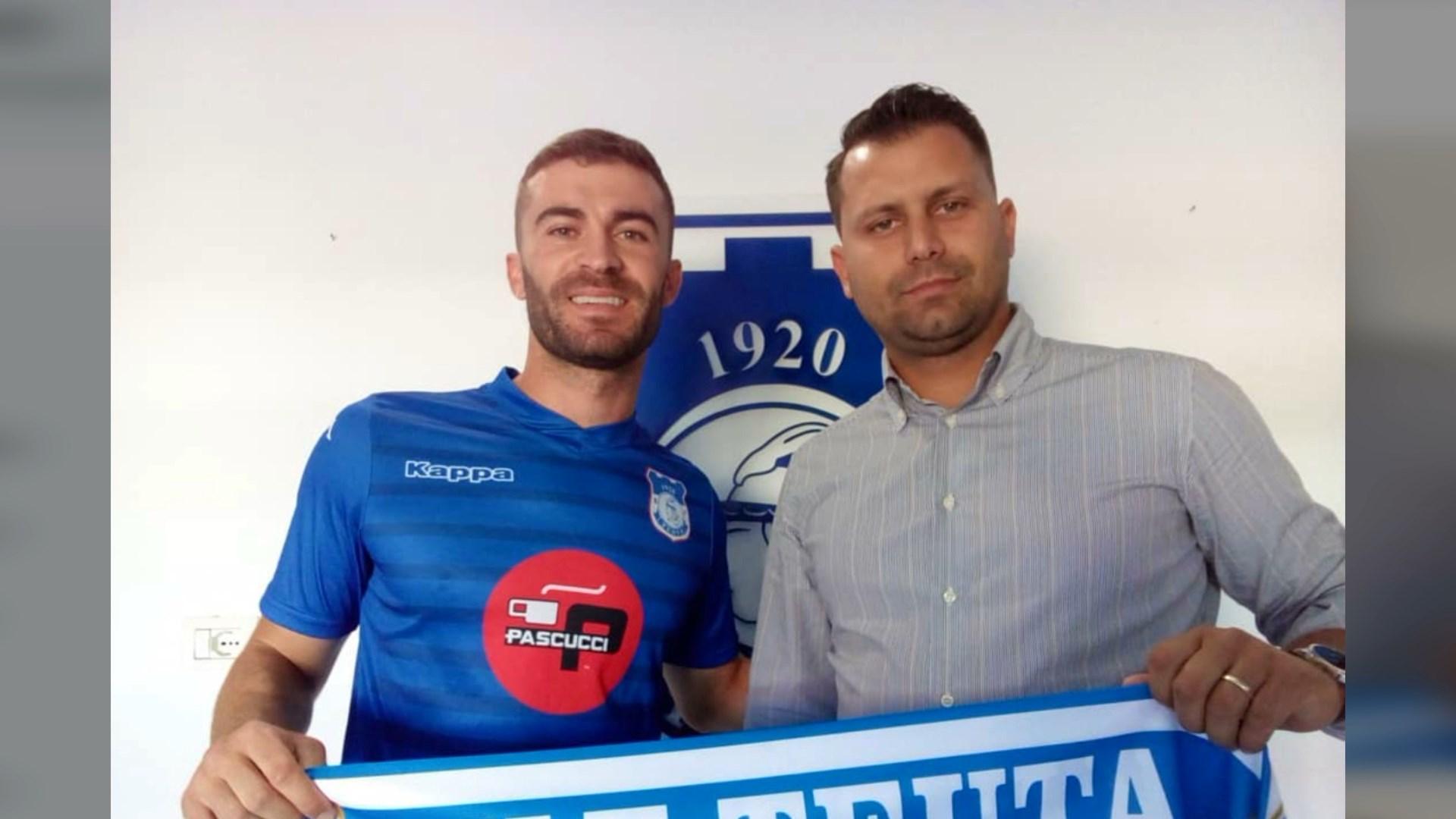 Arbër Çyrbja firmos për dy sezone me skuadrën e Teutës