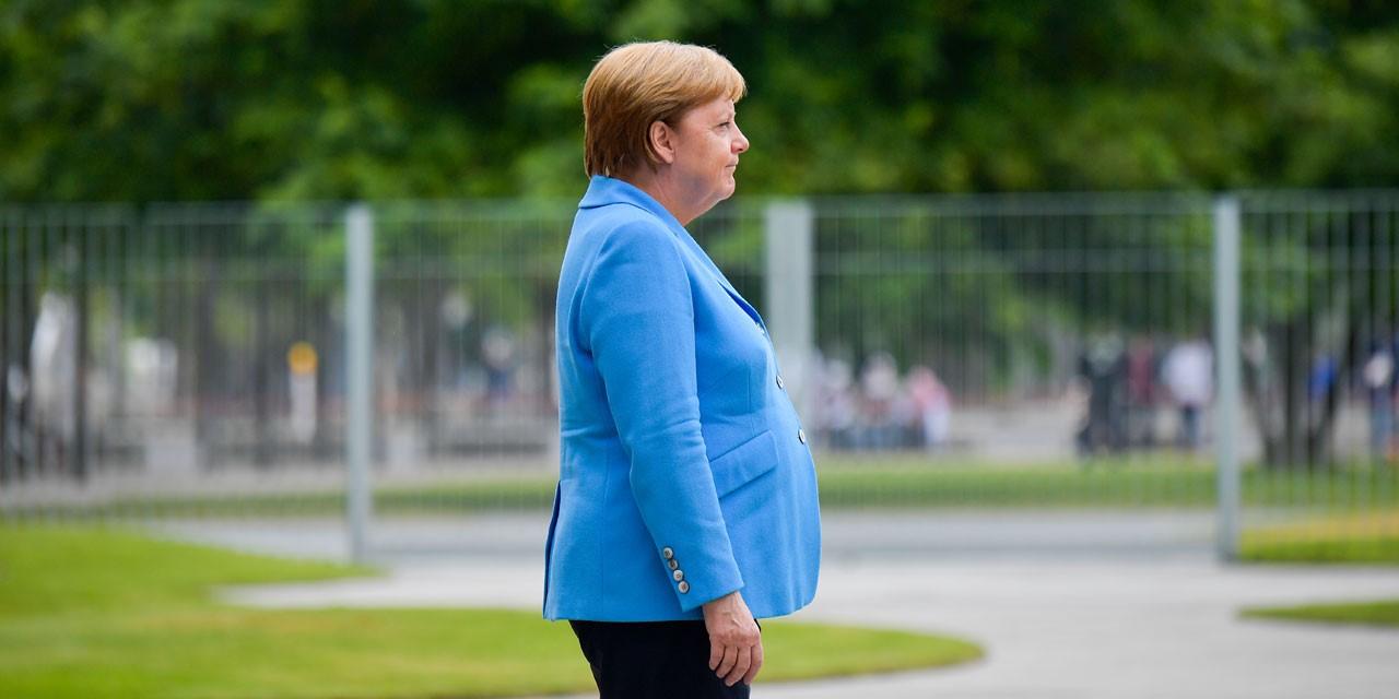 Merkel reagon pas dridhjeve: Jam mirë, do vazhdoj axhendën time