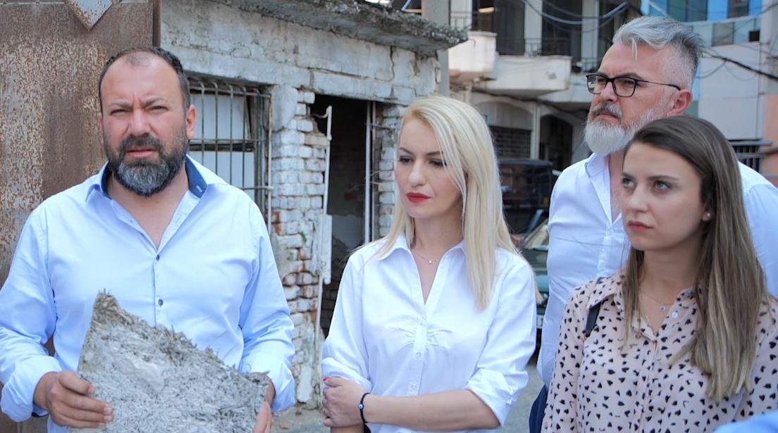 Teatri Kombëtar, Mazniku: Sipërfaqja e tij nuk preket