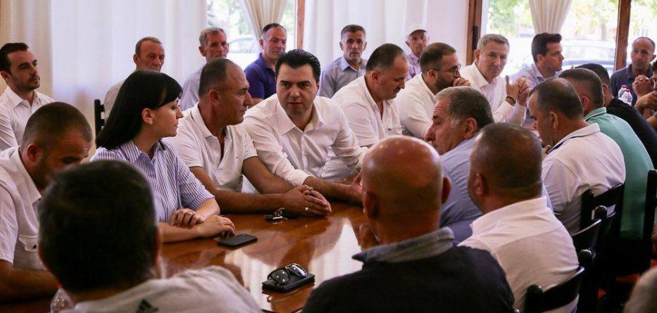 Basha tur takimesh në Selenicë e Vlorë: Qeveria e Ramës është me antipopullorja