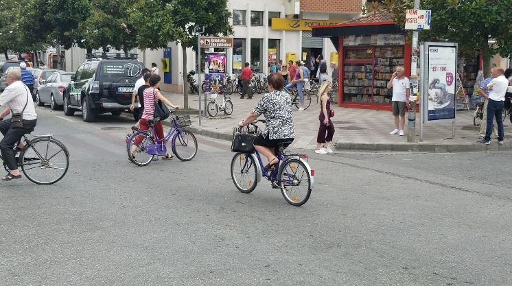 Dashuria që nisi që 13 vjeç në qytetin e biçikletave