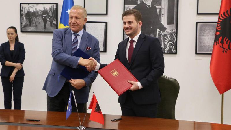 """Shqipëria dhe Kosova """"shkrijnë"""" barrieratdiplomatike"""