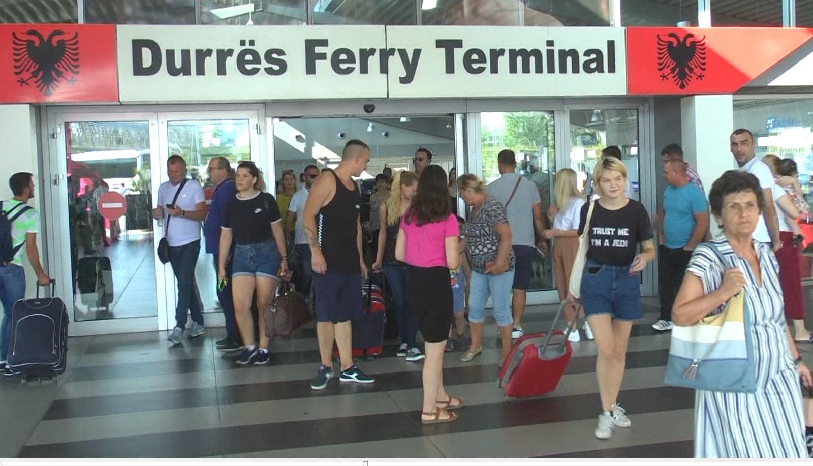 Rritet fluksi në portin e Durrës, pushues të shumtë vazhdojnë të vijnë