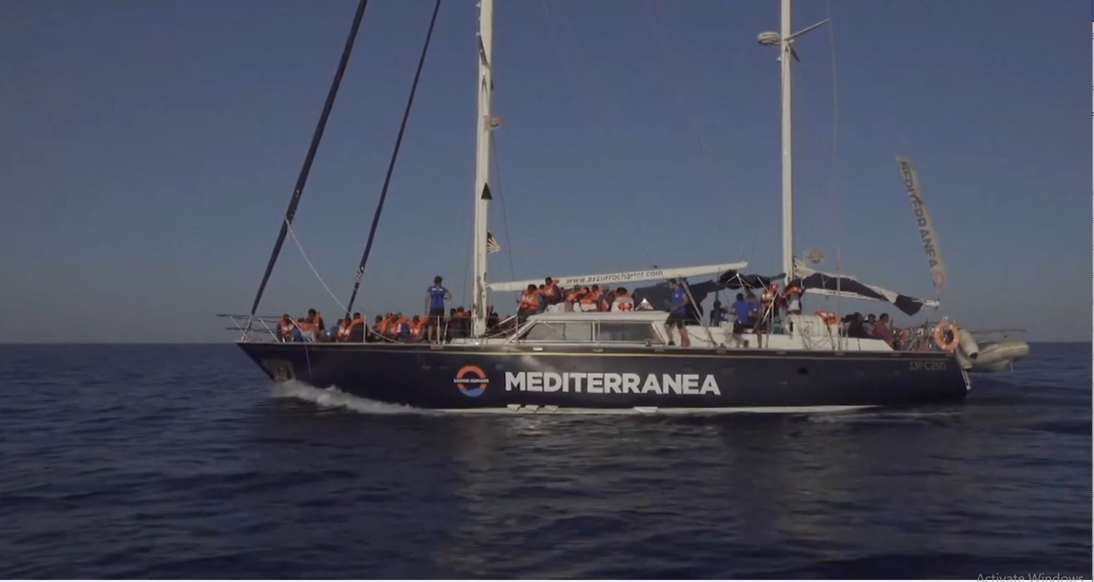 Emigrantët drejt Italisë, një tjetër organizatë sfidon Salvinin