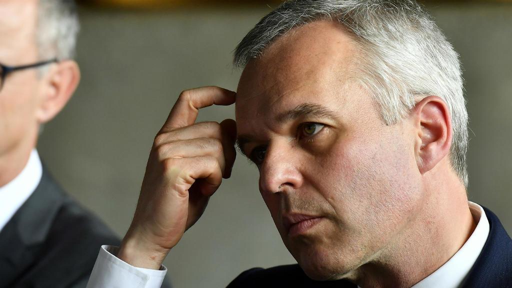 Akuzat për shpenzime luksi, jep dorëheqjen ministri francez i Mjedisit