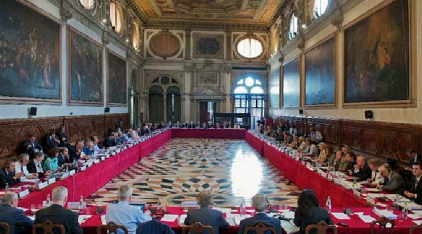 Hetimi i Metës, Kuvendi i drejton 8 pyetje Venecias
