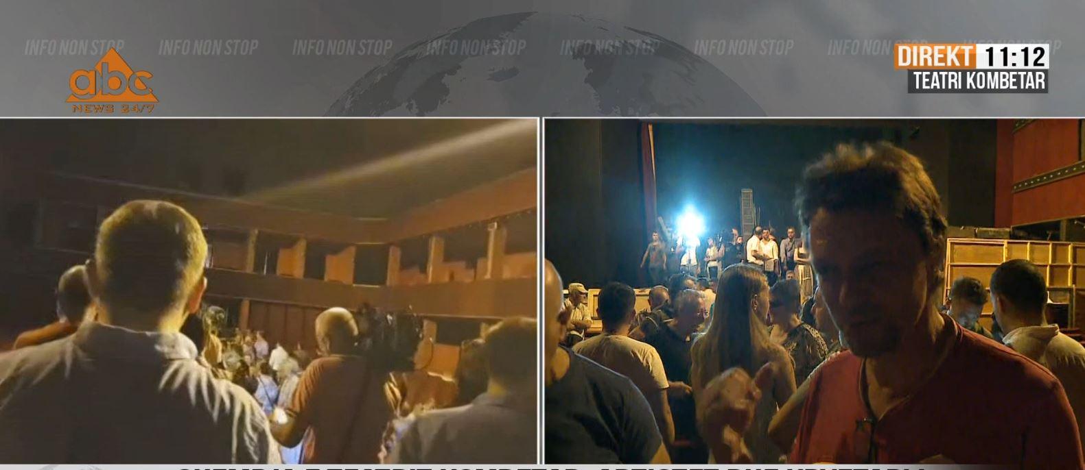 Neritan Liçaj brenda Teatrit: Hyra nga dera, jo nga dritarja