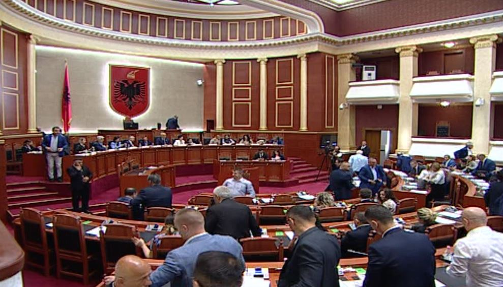 parlamenti.jpg