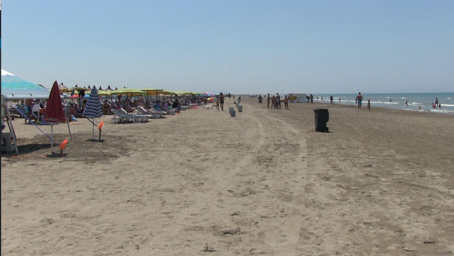 Lirohen plazhet publike në Darëzezë