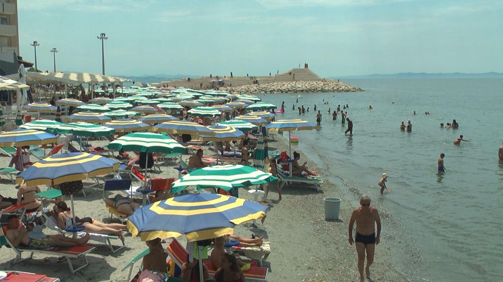 Situata politike në vend, anulime të prenotimeve nga turistët