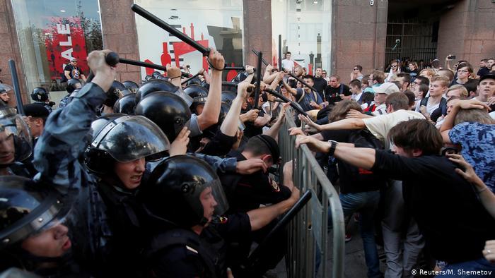 Kremlini ka frikë nga populli