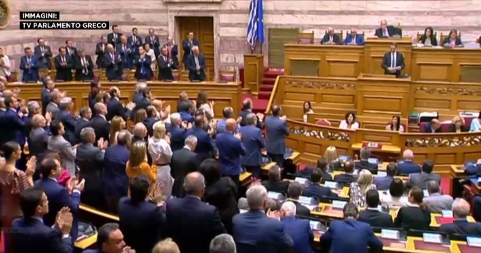 Qeveria e re greke e Mitsotakis merr mbështetjen e parlamentit me 158 vota