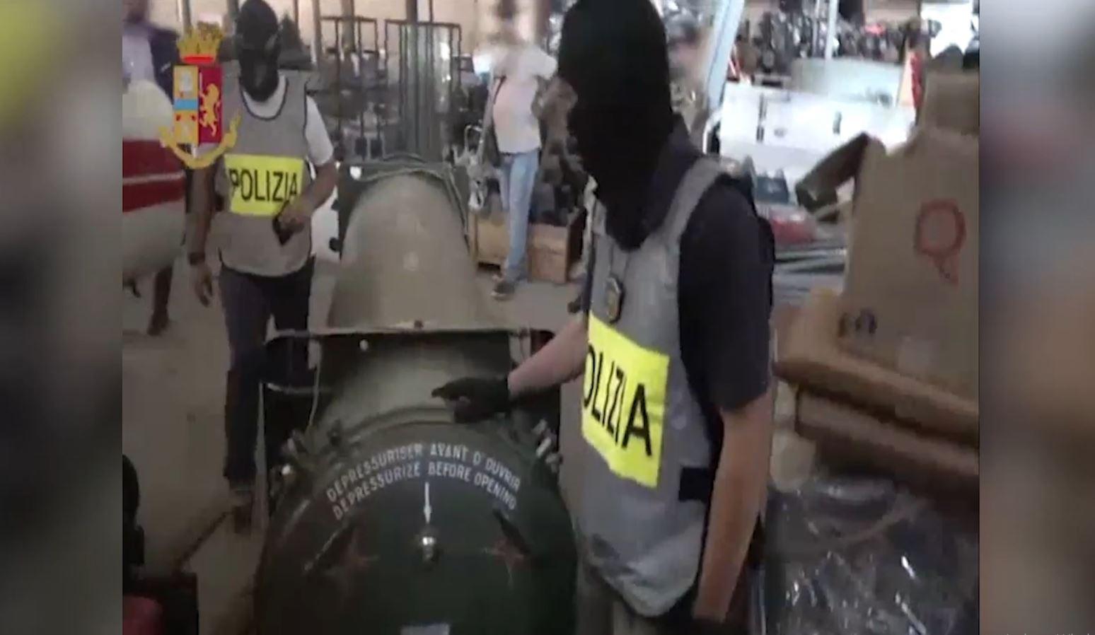 Raketa dhe armë në Itali, 3 të arrestuar